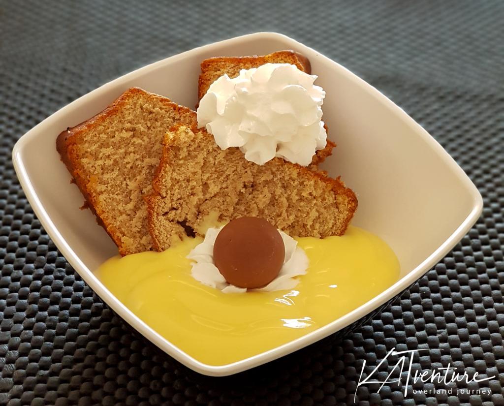 Kuchen mit Mel und Lindt-Kugel
