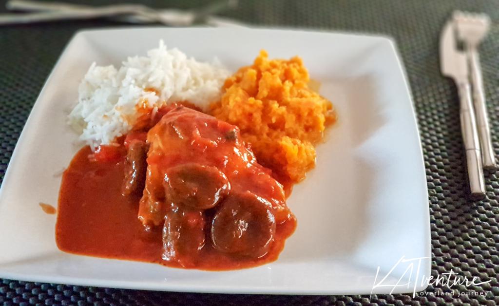 Hühnchen mit Feigensoße, Süßkartoffelbrei und Reis